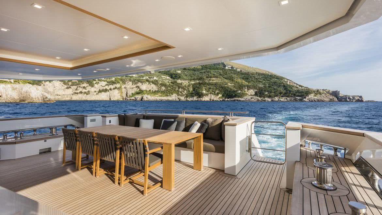 Divine Hybrid Yacht Columbus Yachts