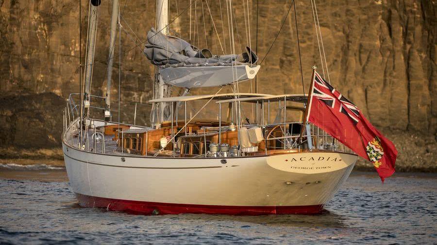Acadia Yacht Truly Classic 90