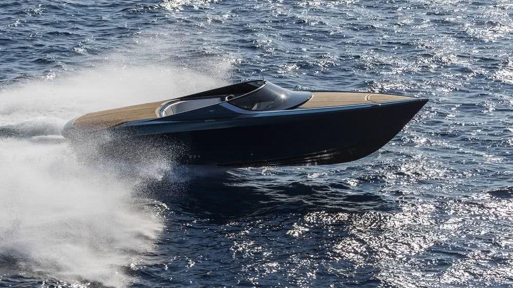 AM37 Aston Martin Yacht