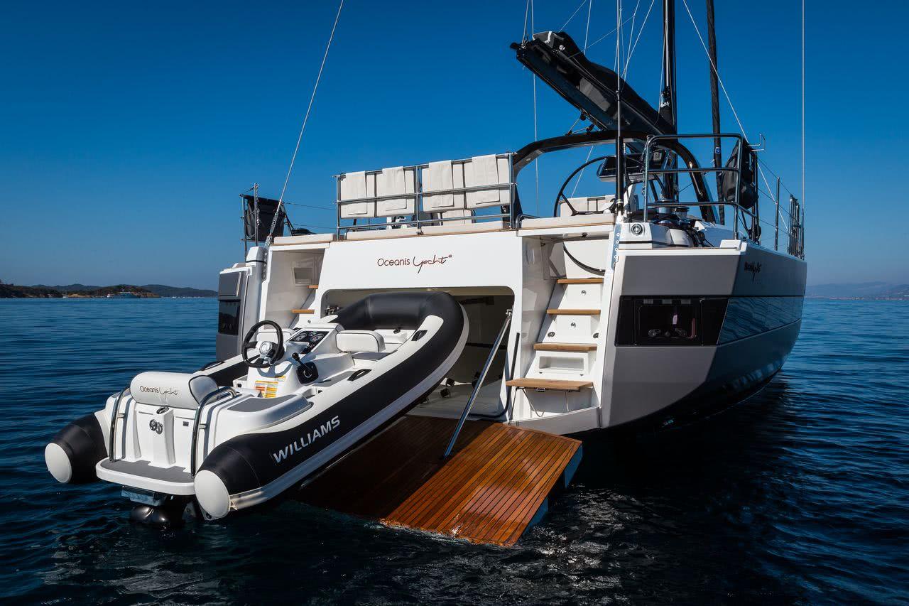 Beneteau Oceanis 62 Sailing Yacht