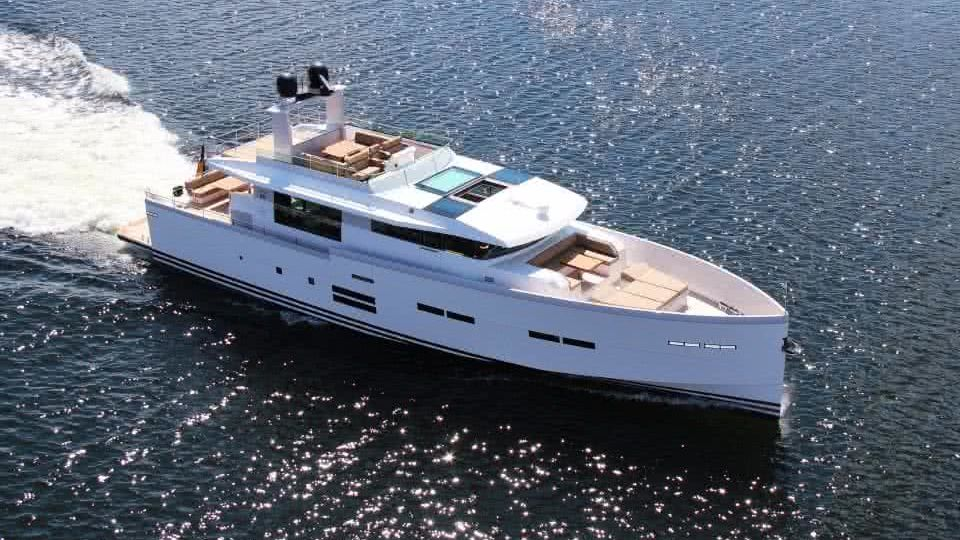 Delta 88 IPS Boat