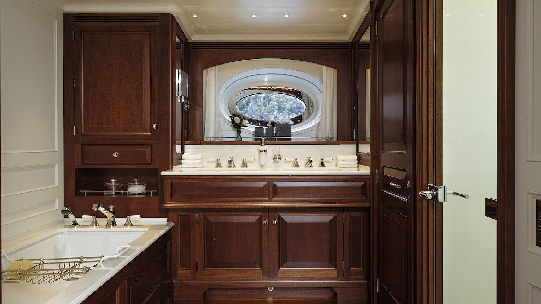 Sailing Yacht AQUARIUS Owner Suite