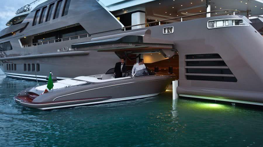 Drive-in Tender Garage Yacht