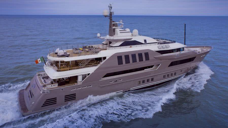 Jade Yacht CRN