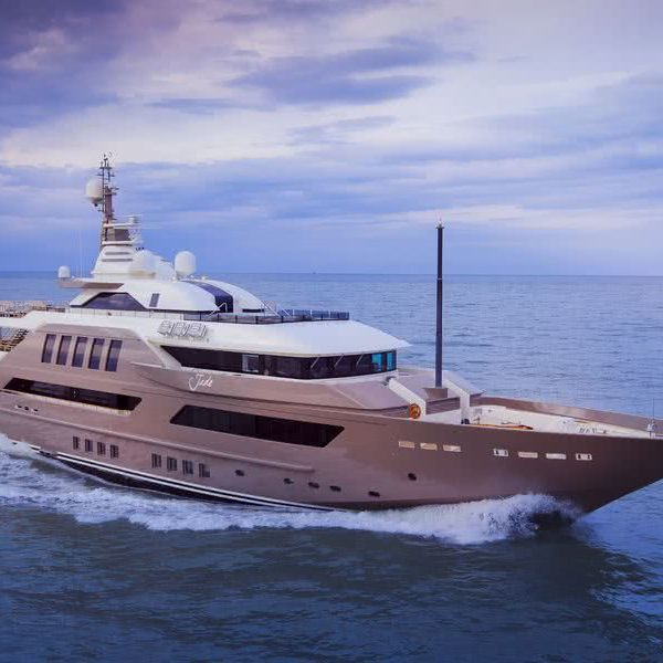 J'ade Yacht CRN