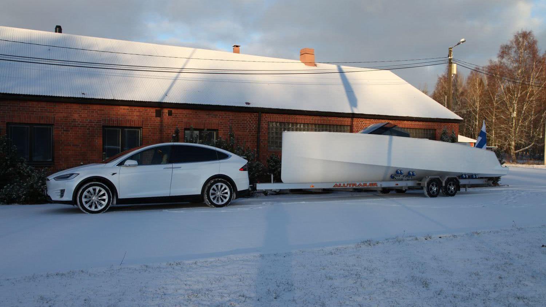 Tesla Model X electric boat Q30