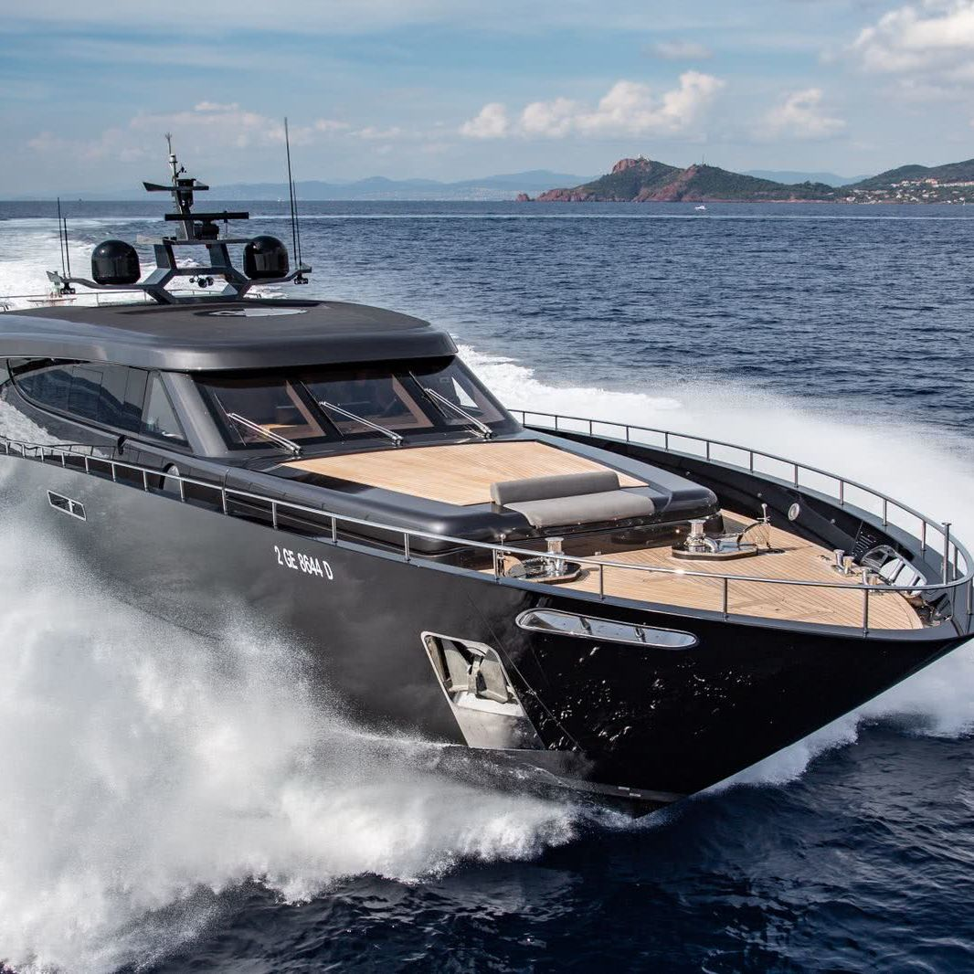 Motor Yacht FREEDOM Roberto Cavalli CCN