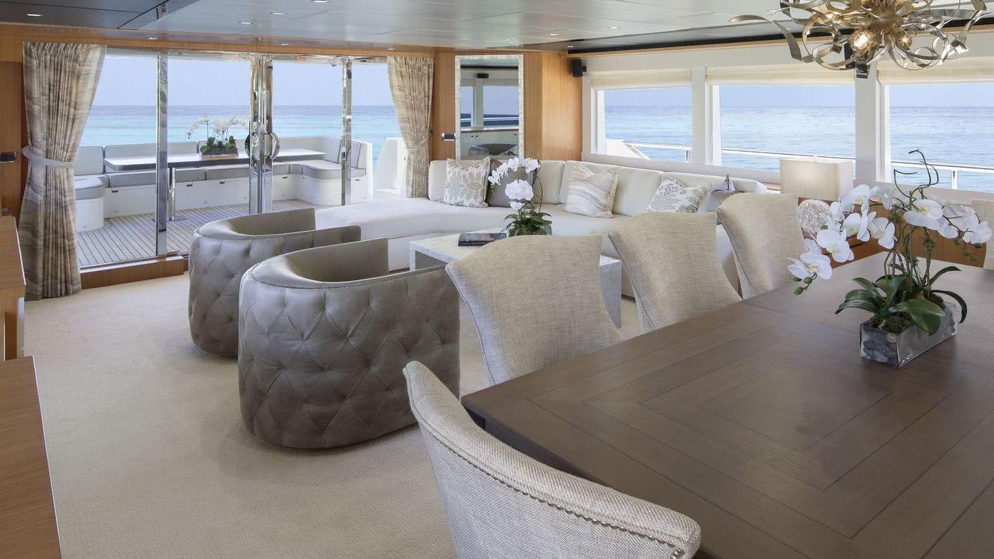 Motor Yacht Johnson 93 Interior