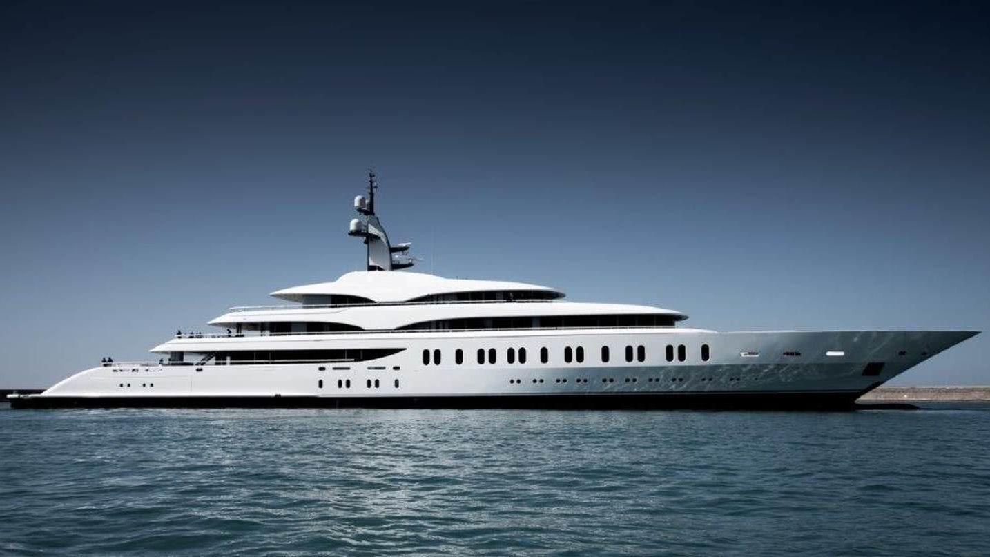 EJI Yacht Benetti FB275 Gigayacht