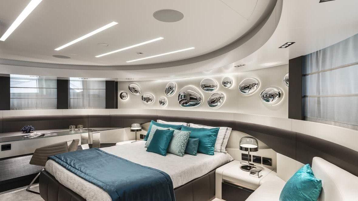 Pershing 140 Interior