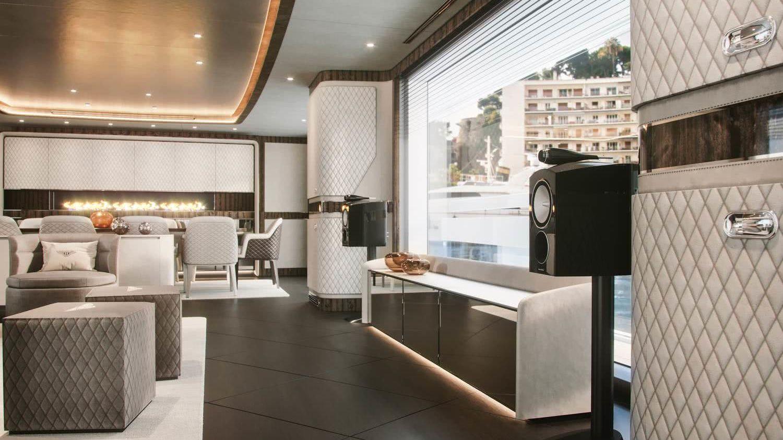 Dynamiq Global 300 Bentley Home Interior