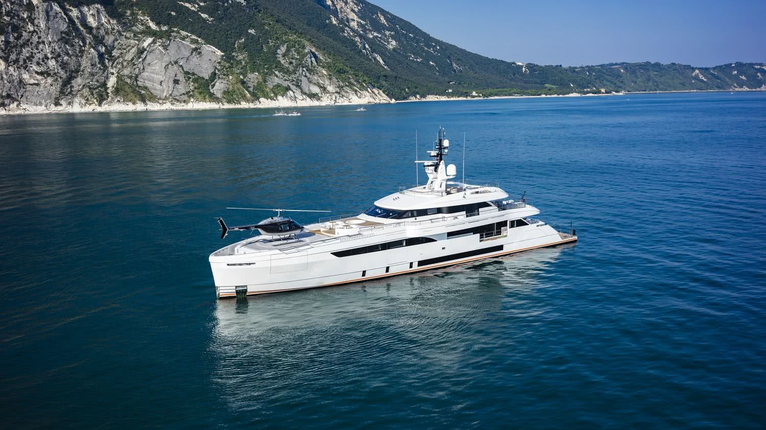 WIDER 165 Cecilia Hybrid Motor Yacht Helicopter