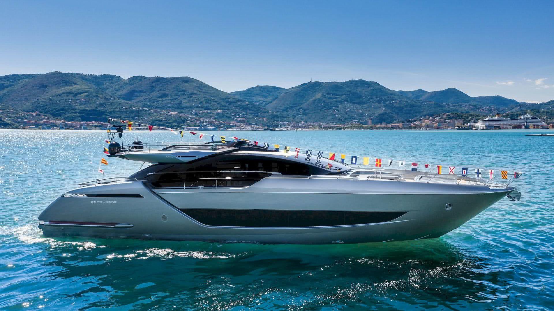 Riva 88 Folgore Motor Yacht